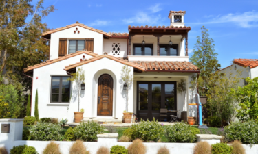 How Landscaping Affects Your Exterior House Paint